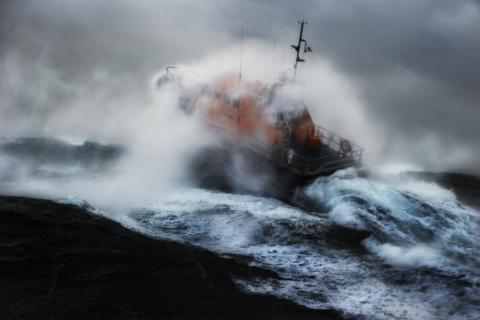 RNLI volunteers deal with difficult circumstances